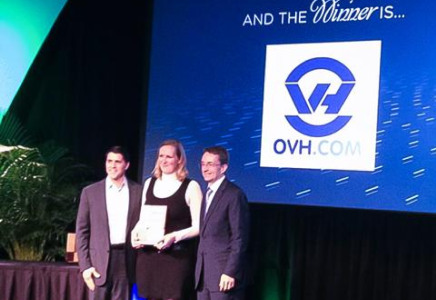 Hélène Caraux, Cloud Product Manager at OVH, receives the Global Service Provider award from Carl Eschenbach, President and Chief Operating Officer (left) and Pat Gelsinger, Chief Executive Officer at VMware.